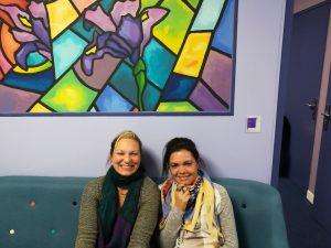 Aurélya et Lussi, enfin posées sur la canapé d'accueil de D.A. FONCIER : un repos bien méritée pour les VERTICAL PULSE.